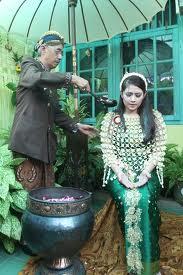 adat siraman adalah merupakan adat jawa untuk acara perkawinan sehari