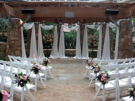 dekorasi taman bunga kursi